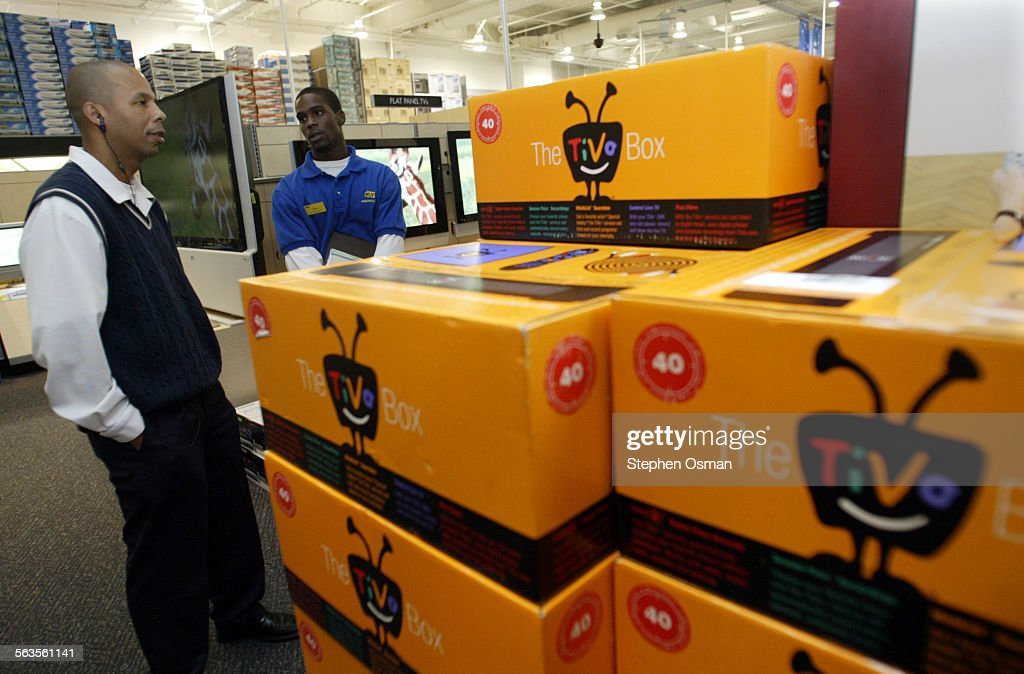 West Hollywood Best Buy salesman Devin Harris, right, explains to ...