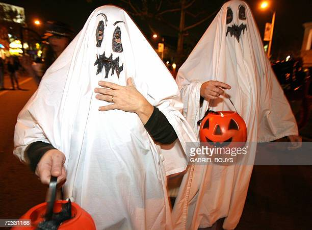 West Hollywood, UNITED STATES: People participate at the West Hollywood Halloween Costume Carnaval, 31 October 2006. The world-famous costume party...