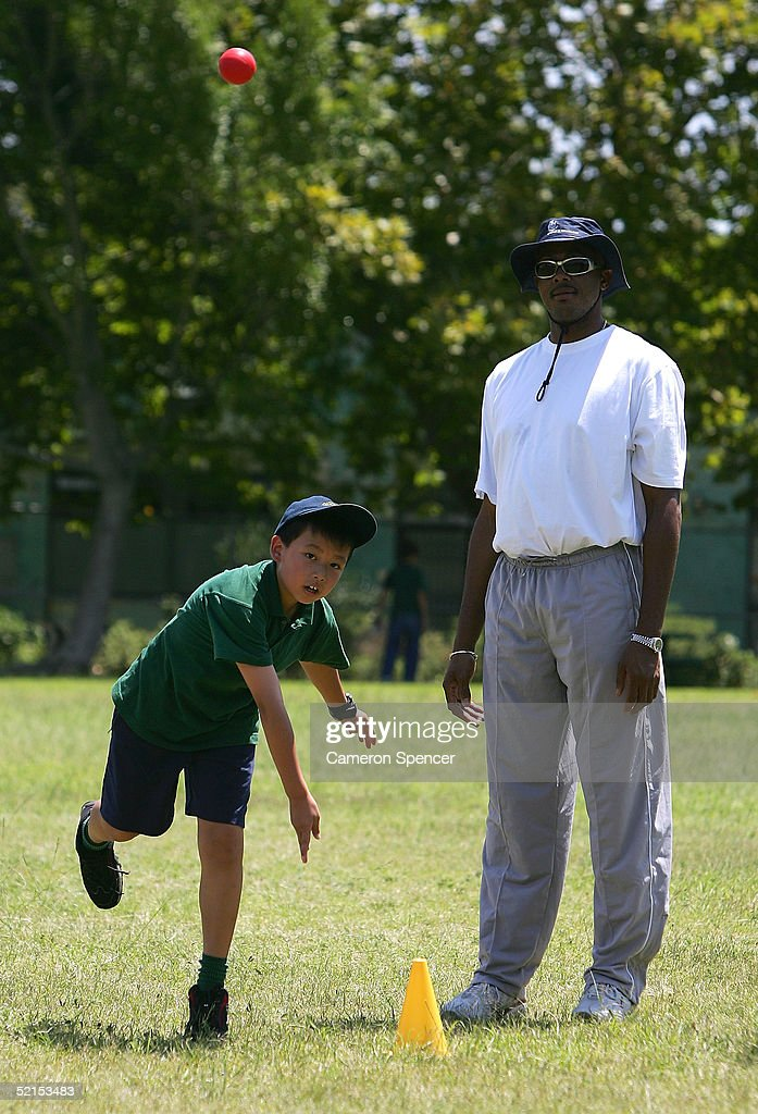 Courtney Walsh Attends An Indigenous Cricket Clinic : News Photo