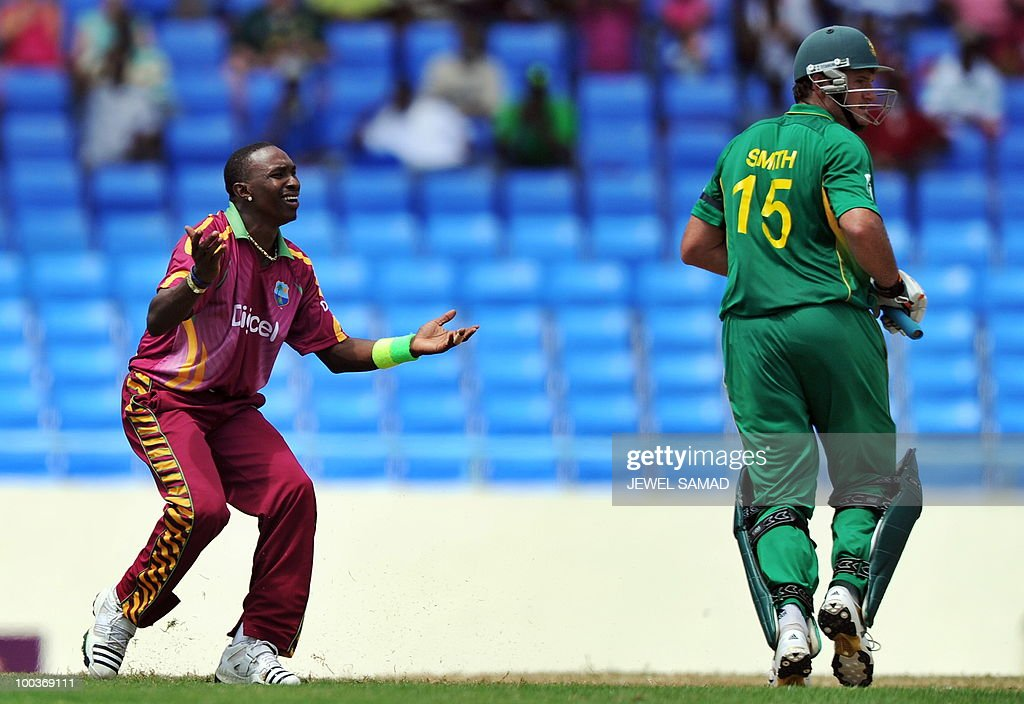 West Indies cricketer Dwayne Bravo reacts as his teammate fails to take a catch to dismiss South African cricket team captain Graeme Smith (R) during the second One Day International match between West Indies and South Africa at the Sir Vivian Richards Stadium in St John's on May 24, 2010. AFP PHOTO/Jewel Samad