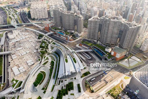 west kowloon station exteior, high speed rail hong kong - luogo d'interesse foto e immagini stock