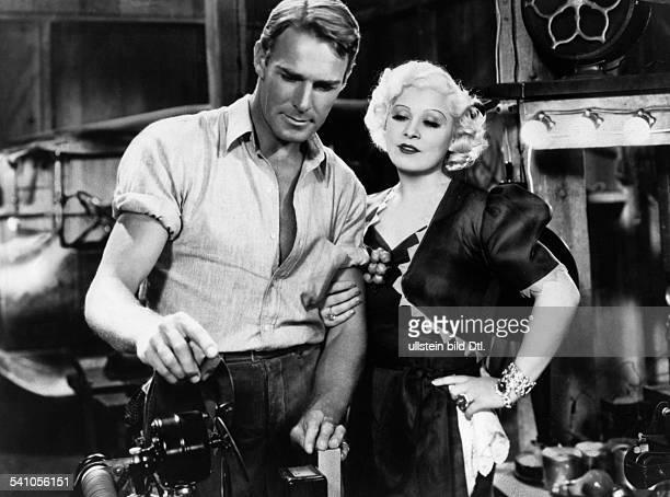 West Mae *17081893Schauspielerin USA mit Randolph Scott in dem Film'Auf in den Westen' USA 1936