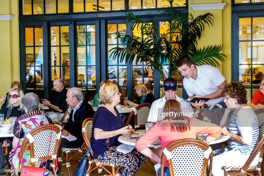 West Palm Beach, CityPlace, Brio Tuscan Grille outdoor tables : News Photo