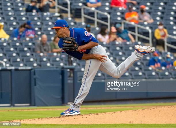 New York Mets' pitcher Edwin Diaz throws in the third inning of a spring training game against the Houston Astros at The Ballpark of the Palm Beaches...
