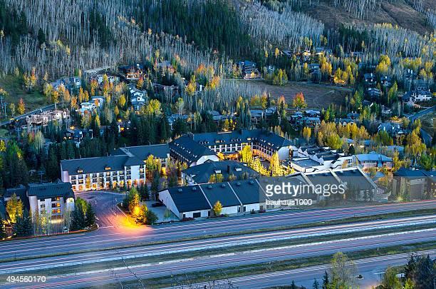 west vail, colorado en las montañas rocosas, - vail colorado fotografías e imágenes de stock
