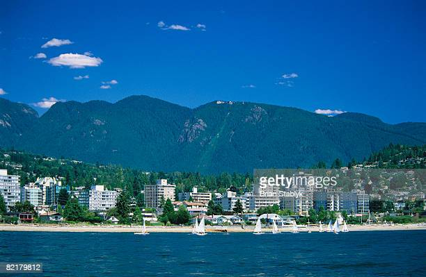 west vancouver waterfront - grouse mountain ストックフォトと画像