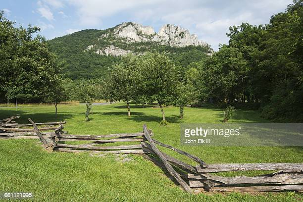 west virginia, seneca rocks, sites homestead - protohistory_of_west_virginia stock pictures, royalty-free photos & images
