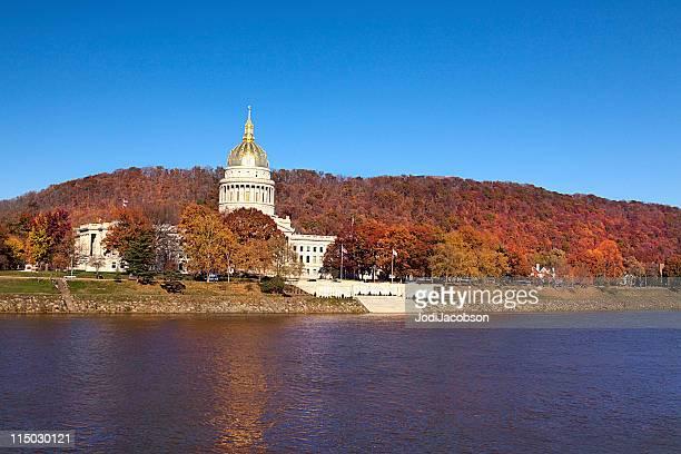west virginia state capitol - kapitell stock-fotos und bilder