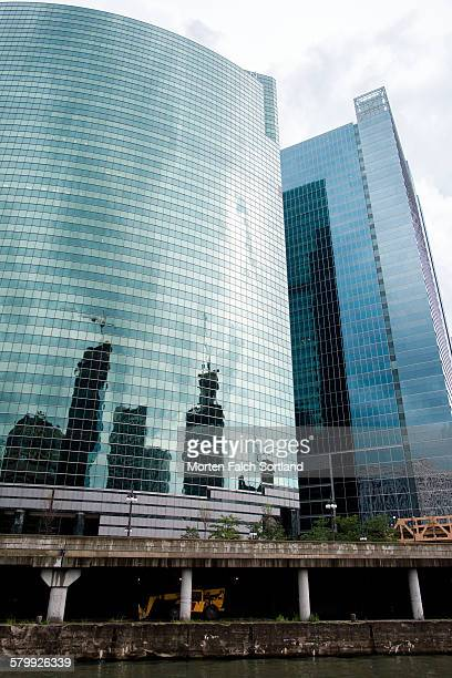 333 west wacker drive, chicago - wacker drive stock photos and pictures