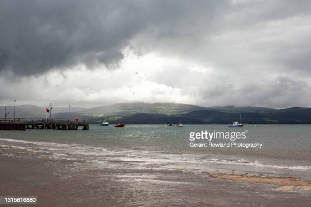 west wales estuary photograph - geraint rowland stock pictures, royalty-free photos & images