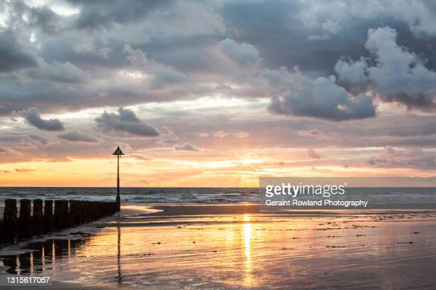 west wales stock photograph sunset - geraint rowland stock pictures, royalty-free photos & images