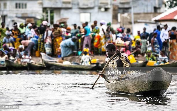 oeste africano escena de mercado. benín. - áfrica del oeste fotografías e imágenes de stock