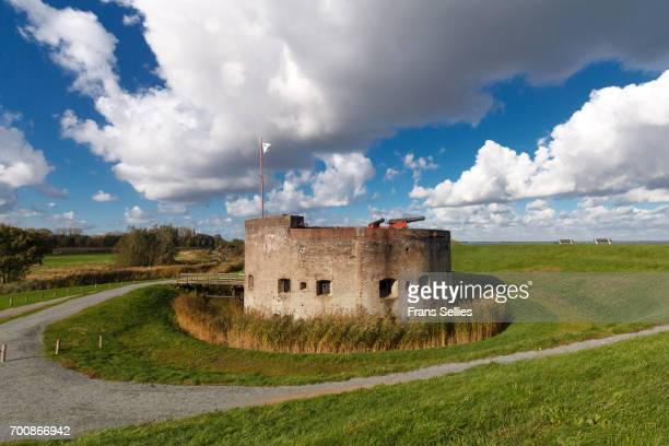 west-batterij muiden, part of the defence line of amsterdam, the netherlands - frans sellies stock pictures, royalty-free photos & images