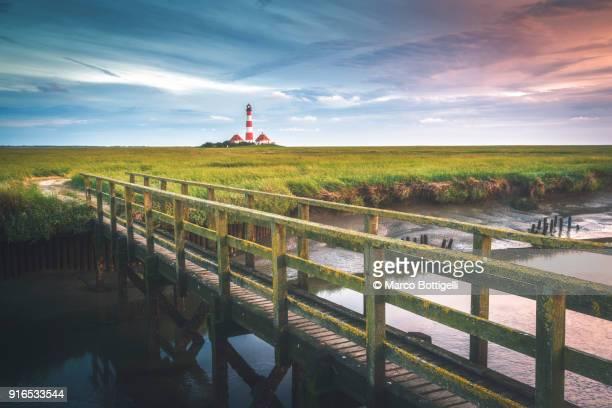westerhever lighthouse at sunset, germany. - sankt peter ording stock-fotos und bilder