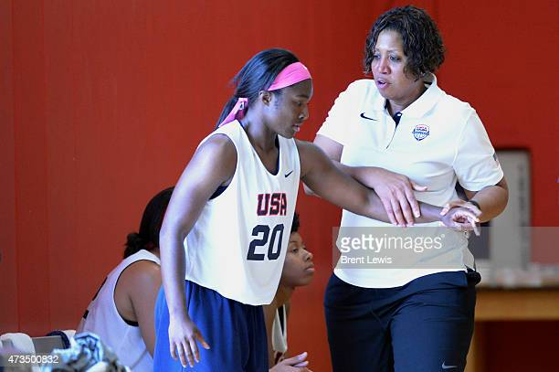 Western Kentucky head coach and assistant coach for the US team Michelle ClarkHeard works with Kentucky's Linnae Harper during a scrimmage Friday May...