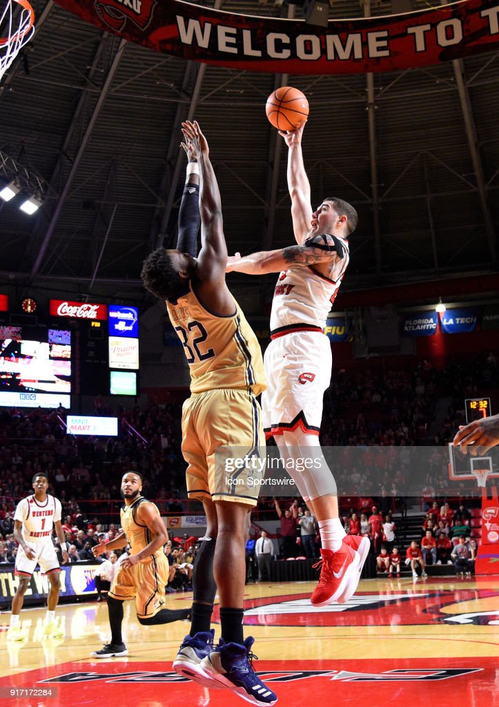 Western Kentucky Hilltoppers forward Justin Johnson shoots ...