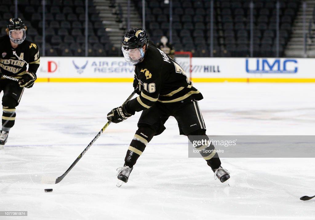 COLLEGE HOCKEY: JAN 04 Ice Vegas Invitational - UConn v Western Michigan : News Photo