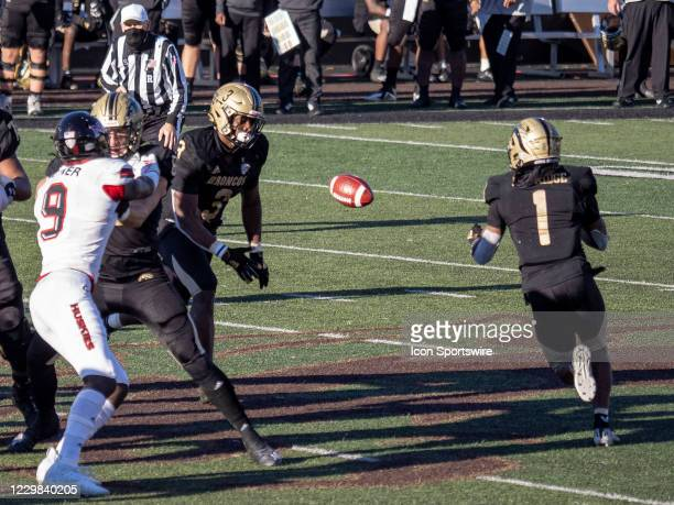 Western Michigan Broncos running back La'Darius Jefferson tosses the ball to Western Michigan Broncos wide receiver D'Wayne Eskridge during the...