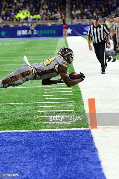 Western Michigan Broncos Wide Receiver Corey Davis stretches out to try and make a catch during the MAC Championship game between the Ohio Bobcats...