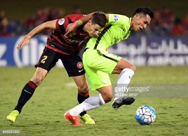 Western Sydney Wanderers player Shannon Cole tackles Urawa Red Diamonds player Makino Tomoaki during their AFC Champions League football match played...