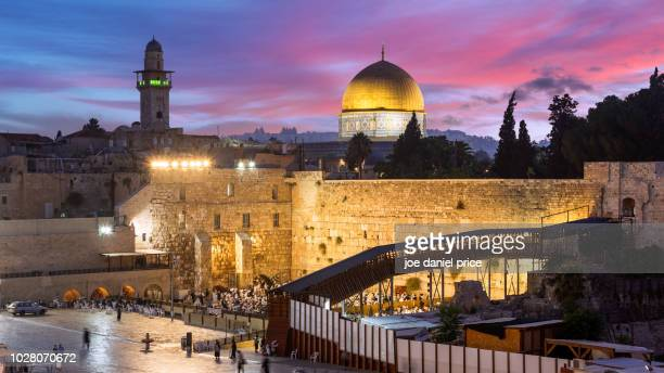 western wall, sunrise, temple mount, dome of the rock, jerusalem, israel - temple mount stock pictures, royalty-free photos & images