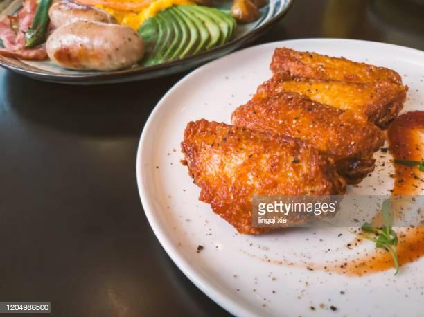 western-style grilled chicken wings - tonkatsu imagens e fotografias de stock