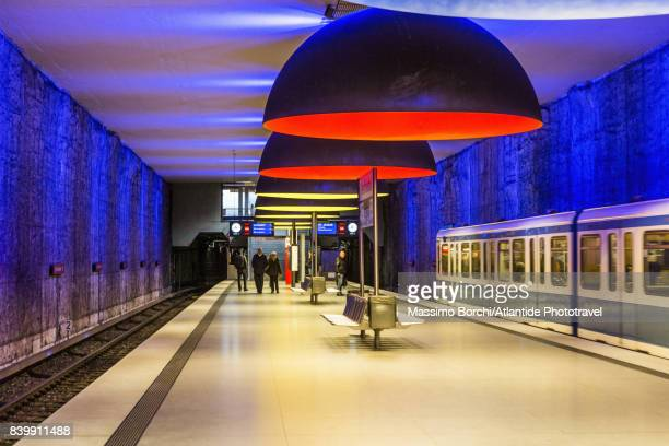 Westfriedhof Metro Station, the platform