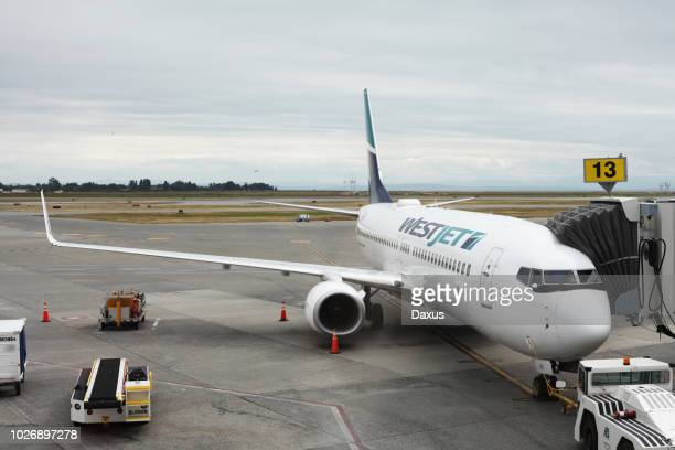 westjet airplane - vancouver international airport stock pictures, royalty-free photos & images