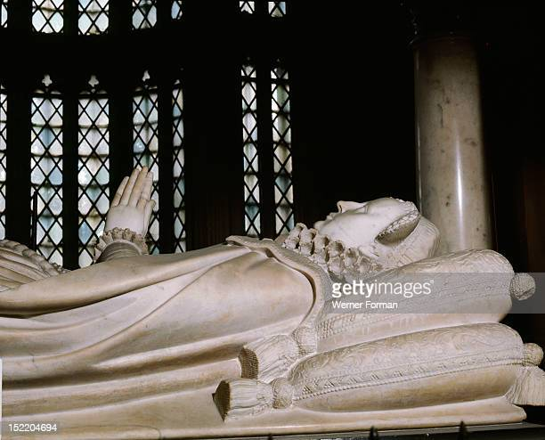 Westminster Abbey Tomb of Mary Queen of Scots White marble effigy by William and Cornelius Cure commisioned by her son James I Detail England early...