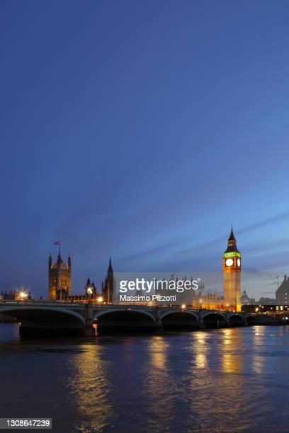 westminster at dusk - massimo pizzotti foto e immagini stock
