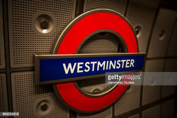 イギリス ロンドン地下鉄ウェストミン スター駅サインイン ウェストミン スターの地下鉄 (地下鉄) - シティ・オブ・ウェストミンスター ストックフォトと画像