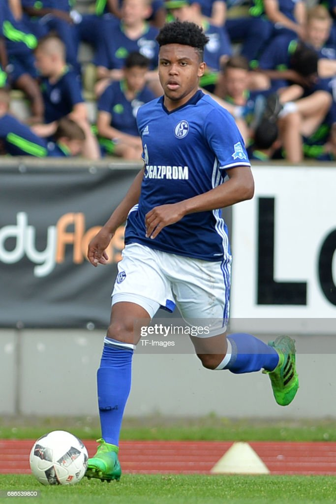 U19 FC Schalke 04 v U19 FC Bayern Muenchen - German Championship Semi Final : News Photo