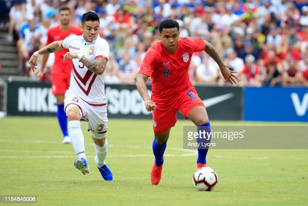 Weston McKennie of the USA men's national team controls the ball against Venezuela men's national team at Nippert Stadium on June 09 2019 in...