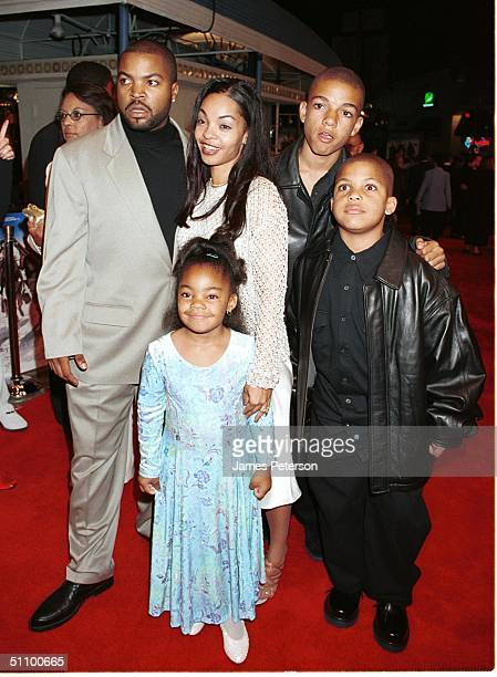 Westwood Ca Ice Cube And His Family Enter The Premiere Of Three Kings