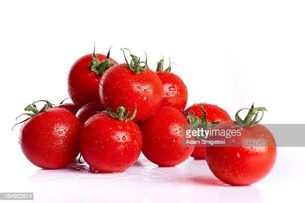 wet cherry tomatoes - twijg stockfoto's en -beelden