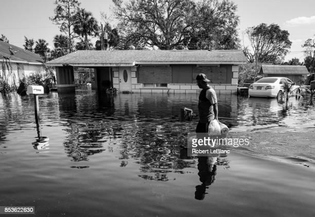 wet supplies - 危機管理 ストックフォトと画像