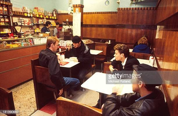 Wet Wet Wet eating in a cafe Glasgow LR Tommy Cunningham Marti Pellow Graeme Clark Neil Mitchell