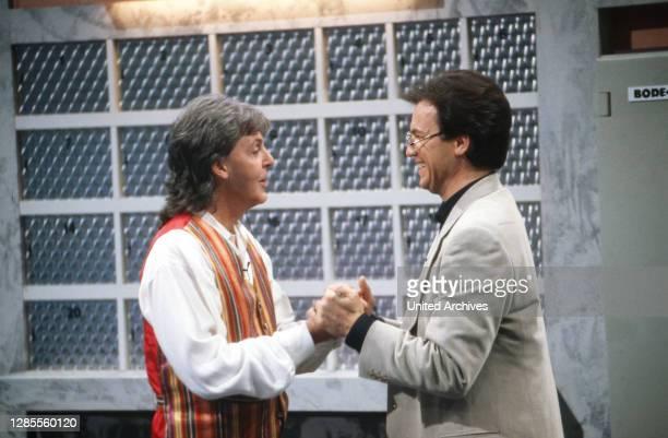 Wetten dass, Spielshow, Deutschland 1993, Gaststar Paul McCartney mit Moderator Wolfgang Lippert.