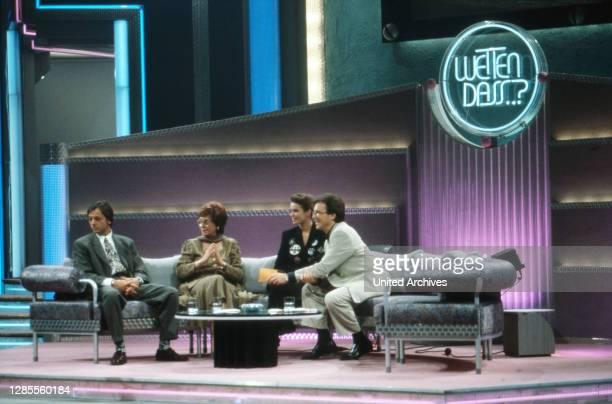 Wetten dass, Spielshow, Deutschland 1993, Gaststars Caterina Valente, Katharina Kati Witt, Uwe Ochsenknecht und Moderator Wolfgang Lippert.