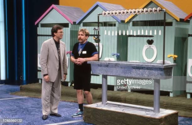 Wetten dass, Spielshow, Deutschland 1993, Moderator Wolfgang Lippert und ein Wettkandidat.