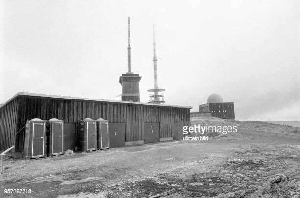 Wetterstation PostSendemast und der KuppelBau einer Radaranlage als StasiMosche bezeichnete Abhöranlage des Ministeriums für Staatssicherheit der DDR...
