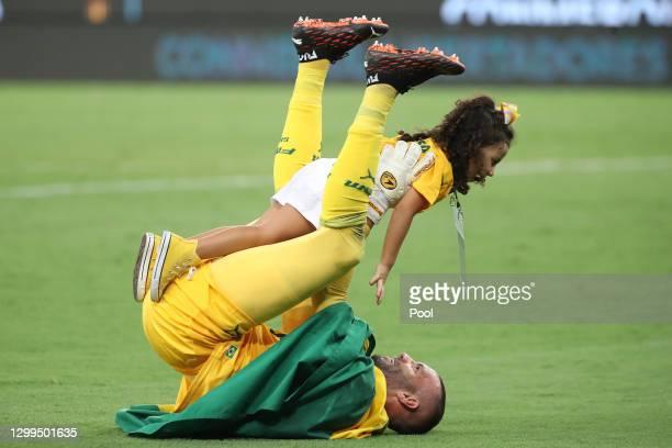 Weverton of Palmeiras celebrates with his daughter Valentina after the final of Copa CONMEBOL Libertadores 2020 between Palmeiras and Santos at...