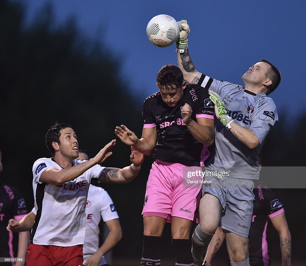 Wexford , Ireland - 1 August 2016; Wexford Youths goalkeeper Graham Doyle in action against Billy Dennehy of St. Patrick's Athletic during the SSE Airtricity League Premier Division match between Wexford Youths and St. Patrick's Athletic at Ferrycarrig Park in Wexford.