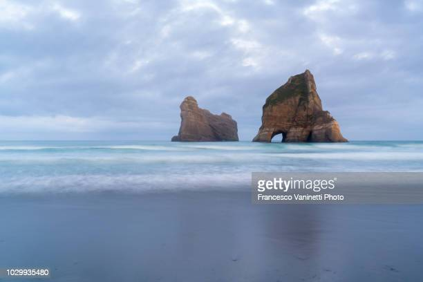 wharariki beach, new zealand. - kahurangi national park bildbanksfoton och bilder