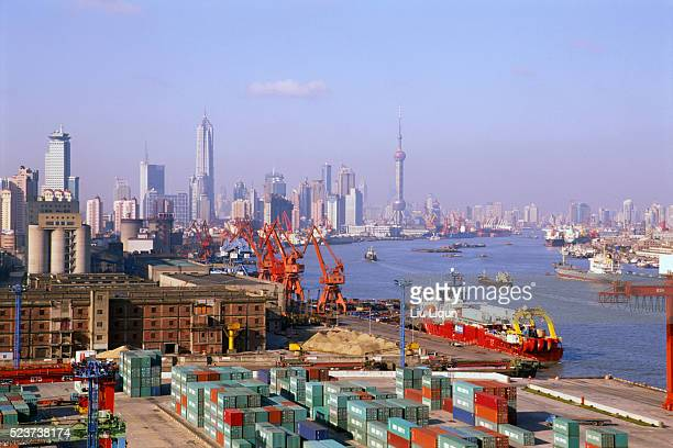 wharf and huangpu river - pudong stock pictures, royalty-free photos & images