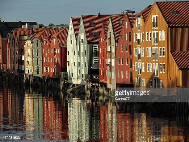 wharf edificios, trondheim - trondheim fotografías e imágenes de stock