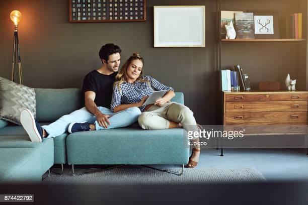 what shall we look for today? - casal jovem imagens e fotografias de stock