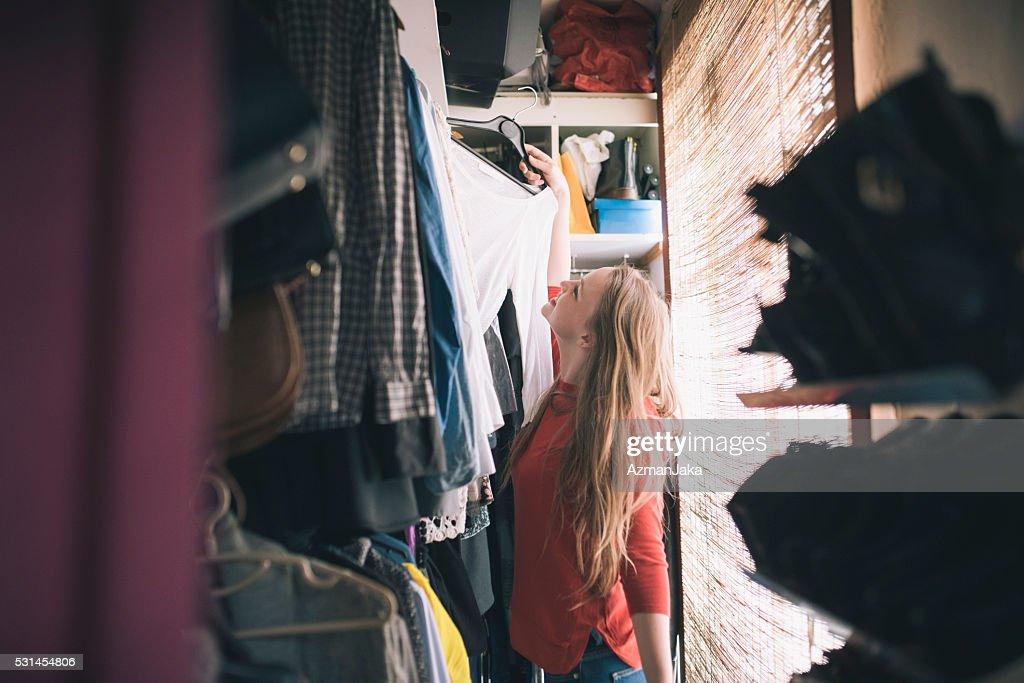 O que vestir? : Foto de stock