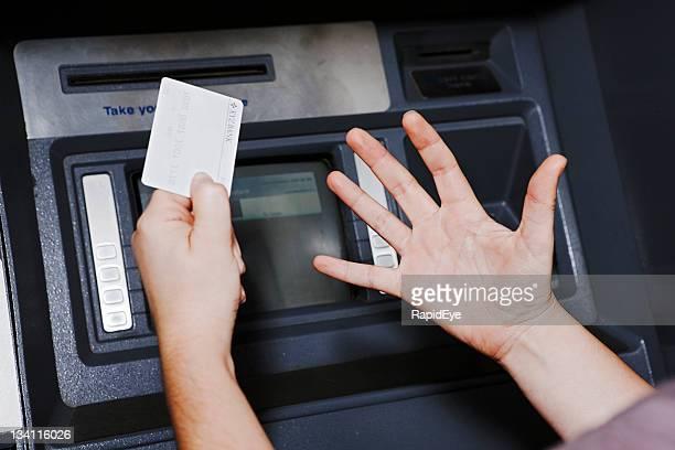 Was die Geldautomaten sagt, sie ist nicht zufrieden!