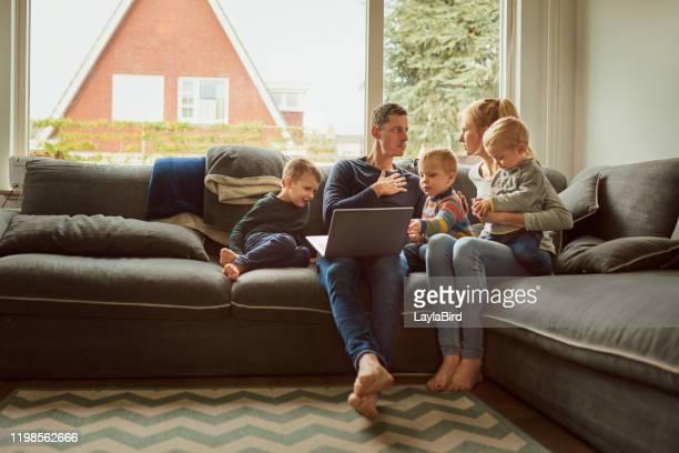 lo que sea que estés haciendo asegúrate de que te conecte - netherlands fotografías e imágenes de stock
